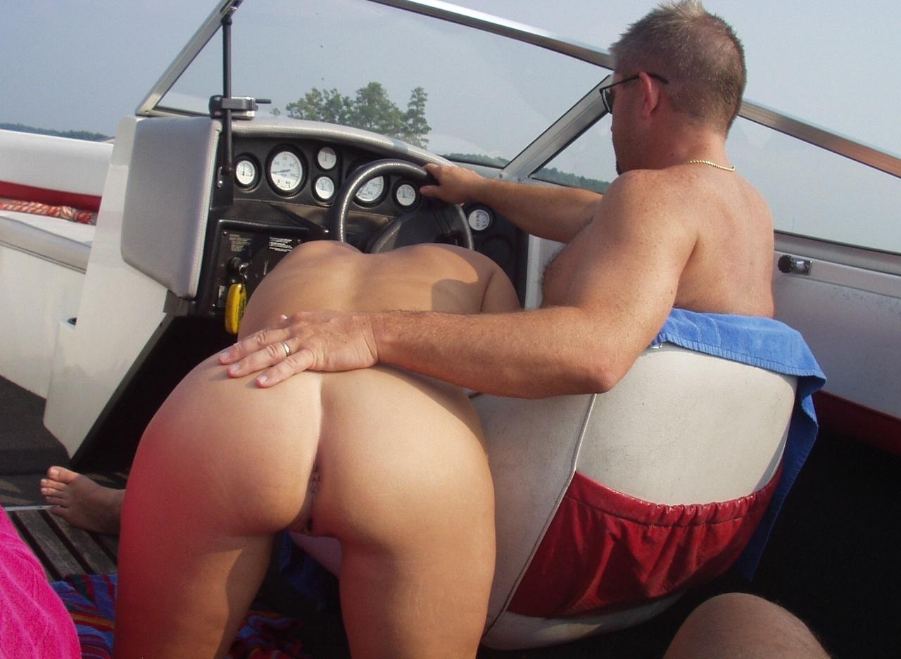 sexe sur un bateau jeune salope sexy