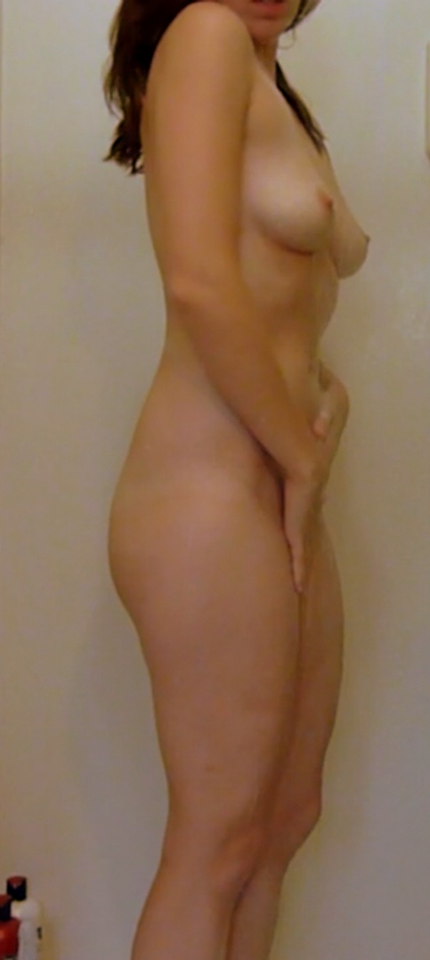 Photo voyeur d'une femme nue sous la douche