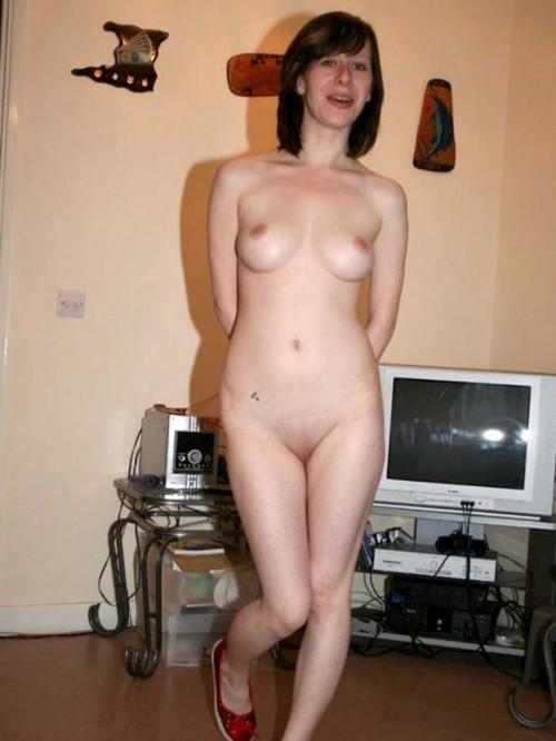 une femme est nue